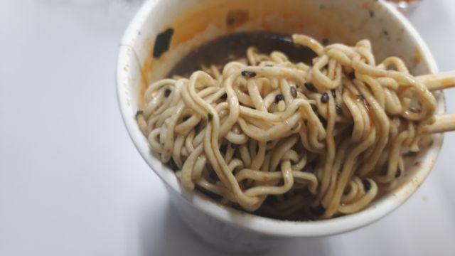 セブンイレブン黒ごまたくさん坦々麺
