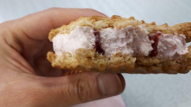 セブンイレブンcookiestrawberryアイス