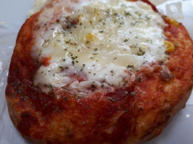 とりーりチーズのもっちりピザパン