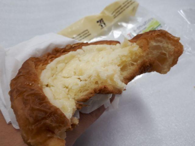 温めたチーズクリームデニッシュ