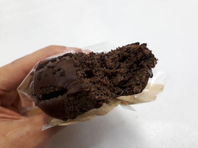 生チョコサンドのチョコドーナツ