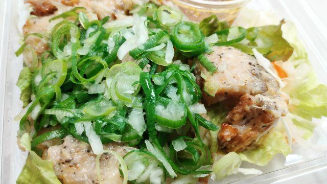 ねぎ盛り!ねぎ塩チキンのサラダ